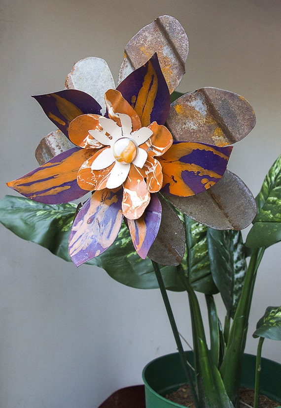 orange purple rust metal yard art flower salvaged recycled. Black Bedroom Furniture Sets. Home Design Ideas