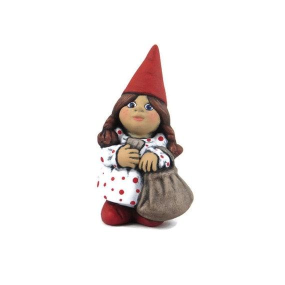 Female Garden Gnomes: Small Travelling Female Gnome 5.5 Inches Lawn Or Garden