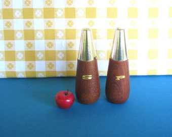 Salt and Pepper Shakers - Mid Century - Wood - Atomic - Gold - Vintage 1960's
