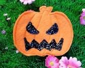 Jack-o-lantern hair clip / brooch for Halloween, handmade in felt, pumpkin, autumn, spooky, kawaii, creepy cute