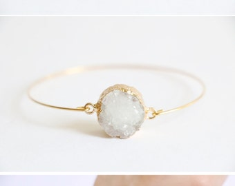White quartz bracelet, Raw crystal bracelet, Gemstone bracelet, Gold crystal bracelet, Natural stone bracelet, Bridesmaid bracelet, Cuff
