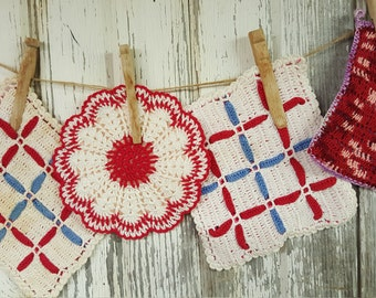 Vintage Hand Crochet set of 4 Pretty Pot Holders