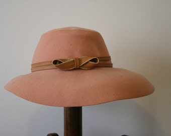 Vintage 1940s Dusty Rose Wool Wide Brim Fedora Hat with Tan Band