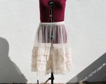 REDUCED USD10 Vtg 50s Pale Pink Petticoat, Sz M/L