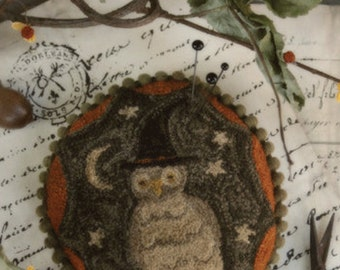 Pattern: Fraidy Hoot Punch Needle - With Thy Needle and Thread - Country Stitches - Brenda Gervais