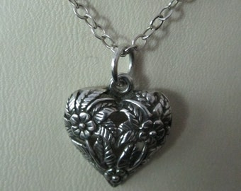 Heart necklace / pendant detailed with flowers