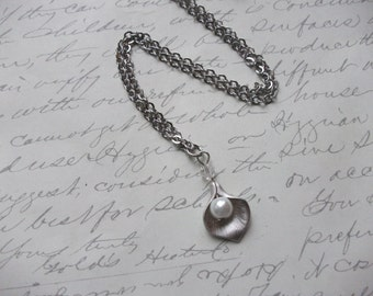 Silver calla lily necklace with pearl