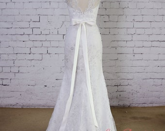 Soft Light Grey Lace Wedding Gown V-Back Wedding Dress Mermaid Style Wedding Dress with Waistband