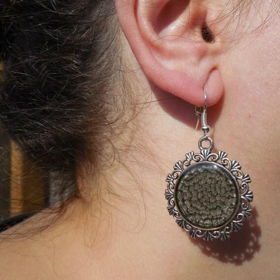 Articles similaires boucles d 39 oreilles grises boucles d for Fenetre ronde oreille