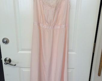 Vintage Seampruf Nightgown Size Average 38