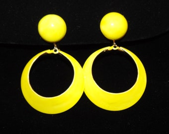 Vintage Yellow Round dangle Earrings with screw back closure