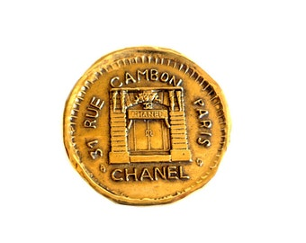 CHANEL ~ Authentic Vintage Gold Plated Brooch - 31 Rue Cambon Paris