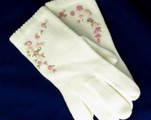 White Embroidered Gloves Vintage Acrylic White Knit Pink Roses