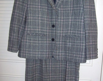 Suit 12. Vintage Pendleton Glen Plaid Suit w Skirt.  PERFECT !  Size 12