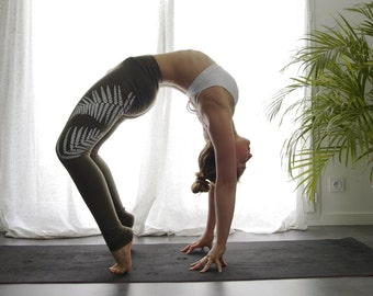 Osmunda - Fern print kaki yoga leggings