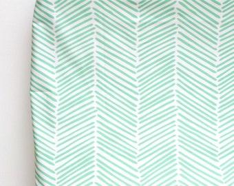 Changing Pad Cover in Mint Freeform Arrows, Herringbone