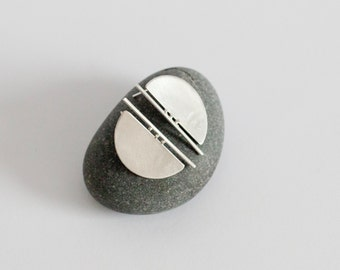 Short halfmoon stud earrings in silver, very modern and stylish with unique arquitectural design!
