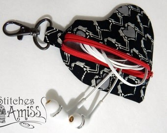 Earbud pouch, zipper pouch clip, Clip pouch, small zip pouch, heart zip pouch B3G1 *Made to order*