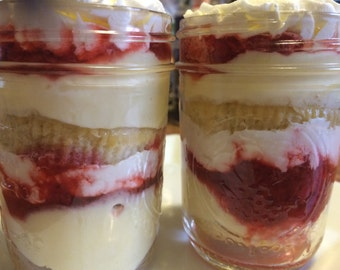 Dessert in a Jar!!! Cake in a Jar!!! Perfect as wedding or party favors, care packages or personal consumption!