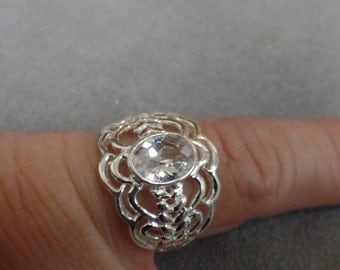 Sterling Silver open Weave ring with clear glass stone size 8 marked 925