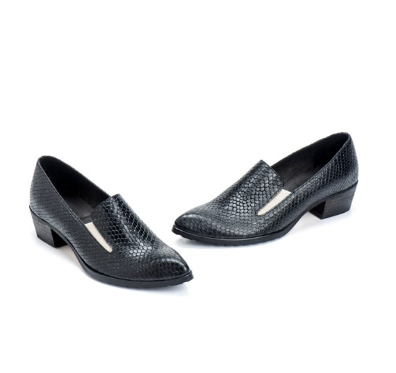 Black Leather Shoes / Women Shoes / Every Day Loafers / Snake Skin Texture Leather Shoes / Comfortable Shoes / Wooden Heels Shoes - Lexie