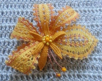 Brooch, pillow-laced, yellow