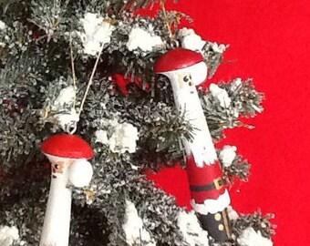 Pair of Santa peg ornaments, Santa hand painted ornaments, Santa ornaments from shelf pegs, shelf peg Santa ornaments
