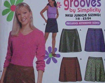 2001 UNCUT Sewing Pattern, SIMPLICITY 9705. Juniors Age 7-16. 6 Variations of Skirt.