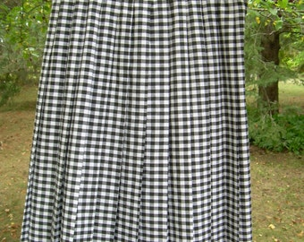 VINTAGE  Black + White Tartan check PLEATED SKIRT never worn old stock  Sz 10 Canada. Sits on normal waist, and lots of room to flare