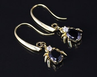 Dangle earrings • Fashion jewelry • Gold plated • Gold plated earrings •  Teardrop earrings • Crystal drop earrings • Crystal earrings