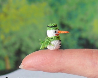 Christmas Snowman - mini amigurumi crochet snowman.