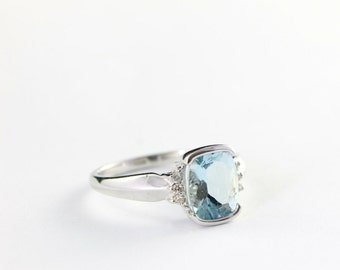 Aquamarine and diamond ring in 9 carat gold vintage for her