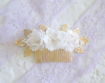 Bridal hair accessory, white flowers comb, vintage hair comb, wedding hair accessories, rhinestone crystal pearl, flowers hair accessories