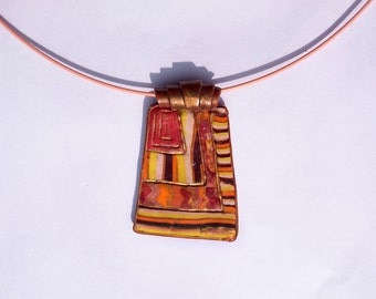 Ethnic necklace in the colors of the Earth