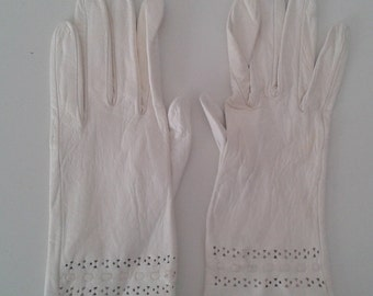 Vintage 1960's White Kid Leather Gloves Cut Out Design Sz 6 1/2 XS Small Ladylike Mod