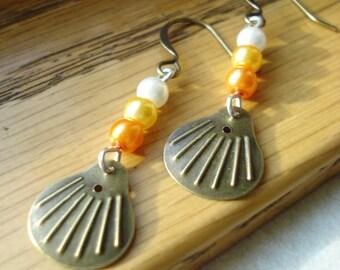 Gold Shell Earrings, Summer Earrings, Shell Earrings, Scale Earrings, Gold Earrings, Summer Jewelry, Dangle Earrings, Pearl Earrings