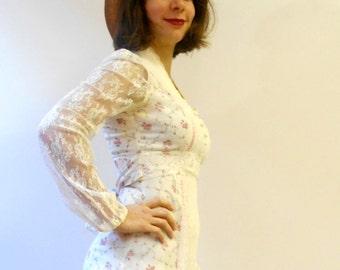 White floral Gunne Sax style prairie maxi dress / Lace maxi dress / 70s Peasant country cotton long dress / Tie back dress / Size Small