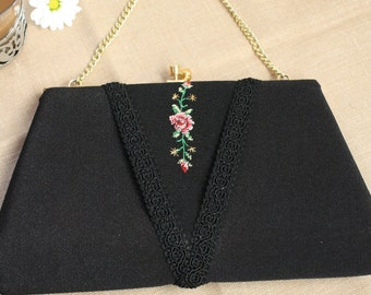 Amazing Vintage Clutch with Flower Detail (embroided)