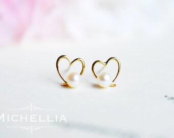 18K Gold Pearl Heart Earrings, Freshwater Pearl Ear Stud Earrings, Solid Gold Pearl Ear Post, Bridal Wedding Anniversary Gift, Birthday Gift
