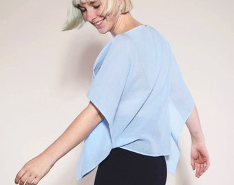 light organic cotton blouse in pale blue vonHirschhausen, sustainable fashion, organic cotton top, transparent shirt, fair