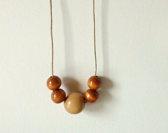 Simple Necklace - Five Wooden Beads - Necklace n.9