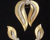 Vintage JJ Brooch brooch & matching Earrings very pretty