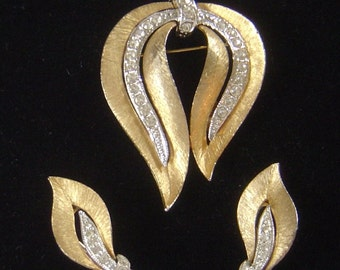 Vintage JJ Brooch brooch & matching Earrings very pretty