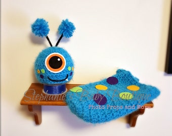 Ready to Ship. Crochet Newborn Baby Boy Monster Swaddle & Hat Set, Photo Prop, Photography Prop, Cocoon, Shower Gift, Halloween Costume