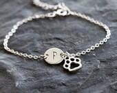 Cat Name Bracelet, Cat Paw Initial Bracelet, Cat Initial Charm Silver Bracelet, Silver Initial Chain Bracelet, Custom Cat Name Bracelet