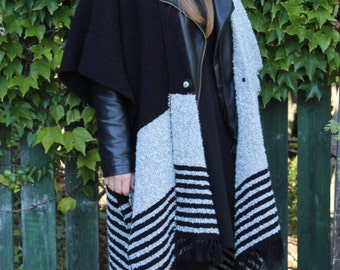 "Handwoven Poncho Coat ""OpArt"" Black&White OOAK"