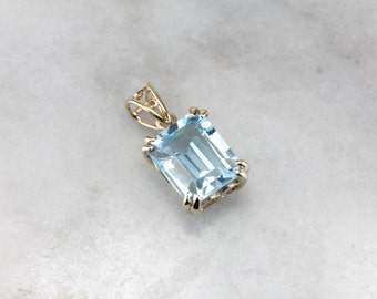 Bright Baby Blue: Simple Topaz Pendant in Yellow Gold  KUWE1E-P