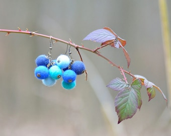 Felt ball earrings in a bunch of grapes shape - cluster earrings made of felted balls - everyday playful dangle earrings for women [E3]