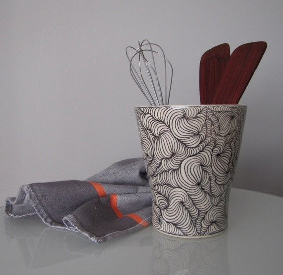 Utensil holder / vase pottery black and white / white clay with black design