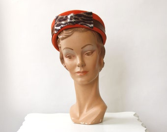 vintage 1960s hat <> 1960s pillbox hat <> 60s orange pillbox hat with leopard print bow